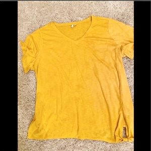 Top By Est 1946  A Beautiful Gold size 26 / 28
